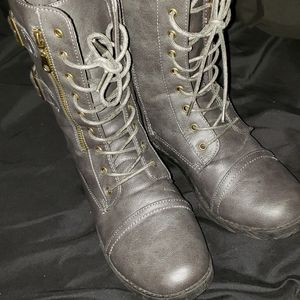 Gray combat boots size 7/8